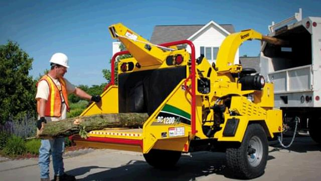 Where to find BRUSH CHIPPER, 135hp 12 GAS in Chicago